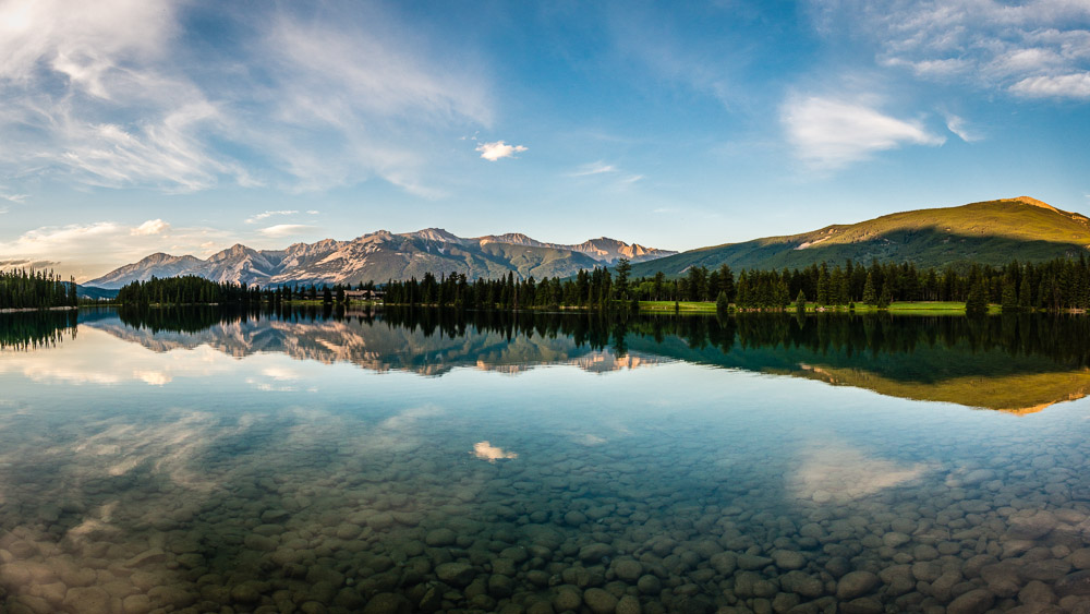Lac Beauvert in Jasper National Park