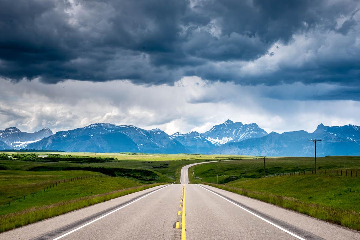 brendansadventures.com critique: Approaching the Rockies in Alberta