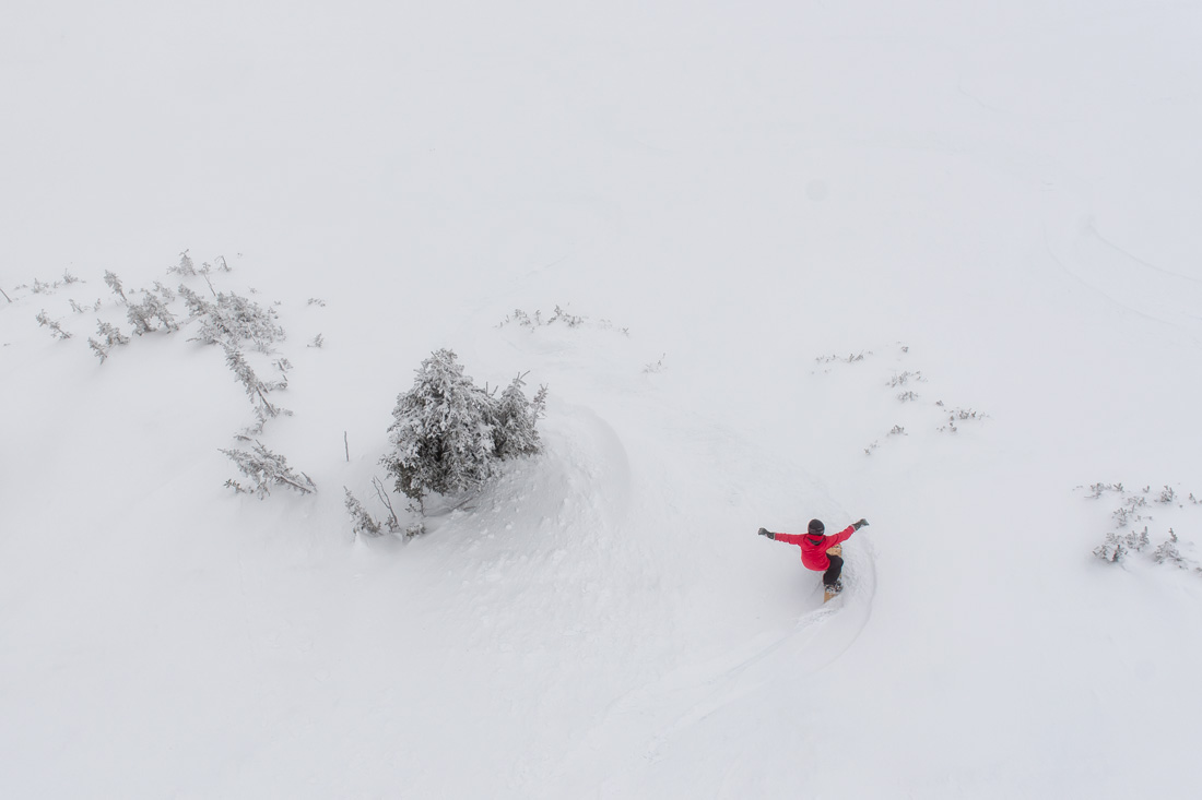 A snowboarder finds the perfect Kicking Horse powder turn