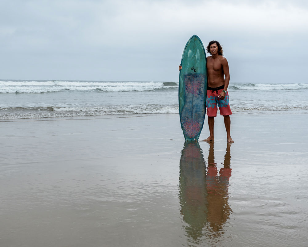 learning to surf in Montañita